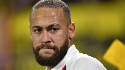 Crack dentro y ¿fuera? de las canchas. Neymar es un genio y figura, aunque a veces se comporte como adolescente. Te contamos todas las indisciplinas y polémicas que han puesto al PSG en jaque.