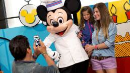 El Burro pasea con su familia en Disney Animal Kingdom Lodge