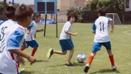 Rey es aceptado en la escuela de futbol