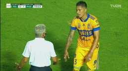 Tuca le pide explicaciones a Salcedo tras la expulsión