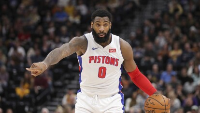 Andre Drummond, uno de los mejores reboteadores de la NBA, finaliza contrato con Detroit Pistons. Sin embargo tiene la opción de renovar de manera automática por 29 millones de dólares. Se rumora que Atlanta Hawks está interesado en intercambiar a este jugador.