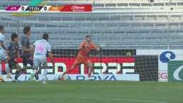 ¿Qué le pasa a los delanteros? Santiago Ormeño falla frente a Vikonis