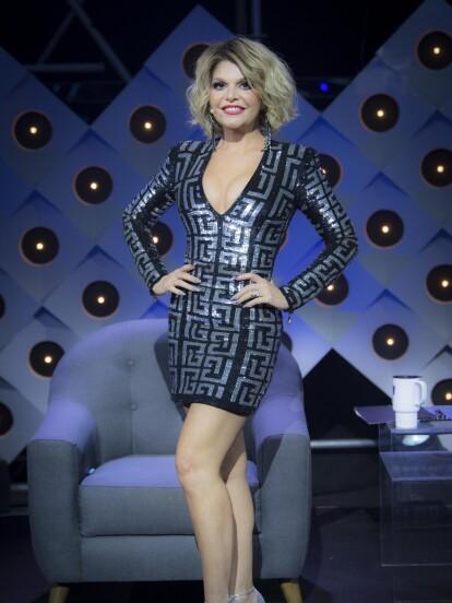 En el primer episodio, Itatí lució un vestido negro ceñido al cuerpo con escote en V, el cual lució con un corte de cabello corto.