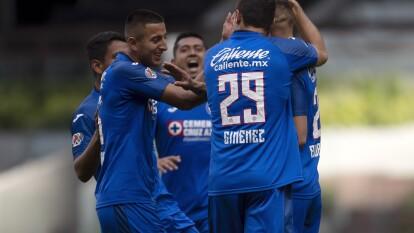 Con goles de Jonathan Rodríguez, Elías Hernández y Luis Romo, Cruz Azul le pasó por encima a Santos y consiguió sus primeros tres puntos del torneo.
