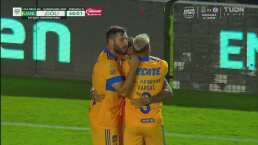¡De 'caño' a regalo! Velázquez le da en bandeja el primer gol a Tigres