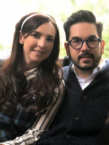 El productor Pedro Ortíz de Pinedo con su esposa Andrea Torre, quien interpreta a 'La Nena' y su suegra en ficción: María Fernanda García ('La Tía Licha')