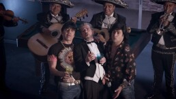 'El Vítor', 'Albertano' y 'Don Nacho' terminan su borrachera con serenata. ¡Revívelo aquí!