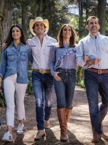 En los últimos meses, Biby Gaytán, Eduardo Capetillo y sus hijos mayores –Eduardo, Paula y Alejandra- han mostrado en redes sociales algunos detalles de su vida íntima e incluso han dejado ver cómo luce el rancho en el que viven.