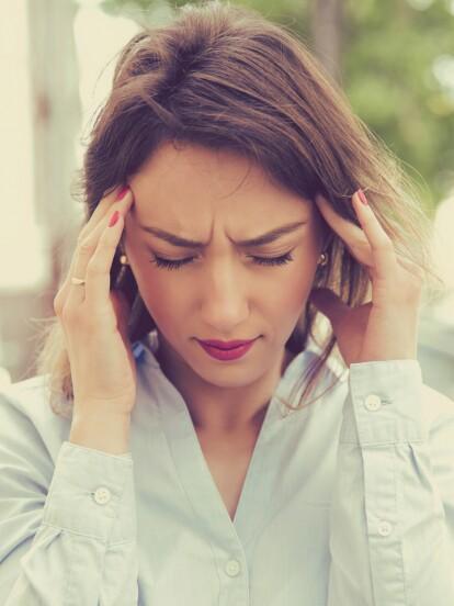 El estrés, la mala alimentación y escasez de sueño son factores que provocan dolor de cabeza. Haz clic en la galería y descubre los 5 alimentos que quitan el malestar.