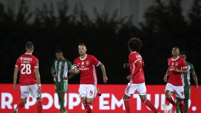 Benfica venció a Rio Ave y 'respira' en la Primeira Liga | Las Águilas ganaron 2-1 sobre el final del encuentro y continúan en la lucha por el título del futbol portugués.