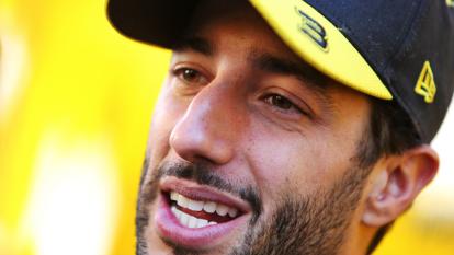 El australiano rinde tributo a Kobe Bryant en su casco con la frase 'Mamba Mentality'.