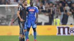 Giorgio Chiellini entra en muletas para consolar a Koulibaly