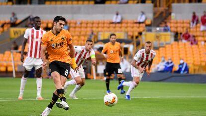 Raúl Alonso Jiménez y el Wolveramton derrotaron al Olympiacos y accedieron a los cuartos de final de la Europa League.