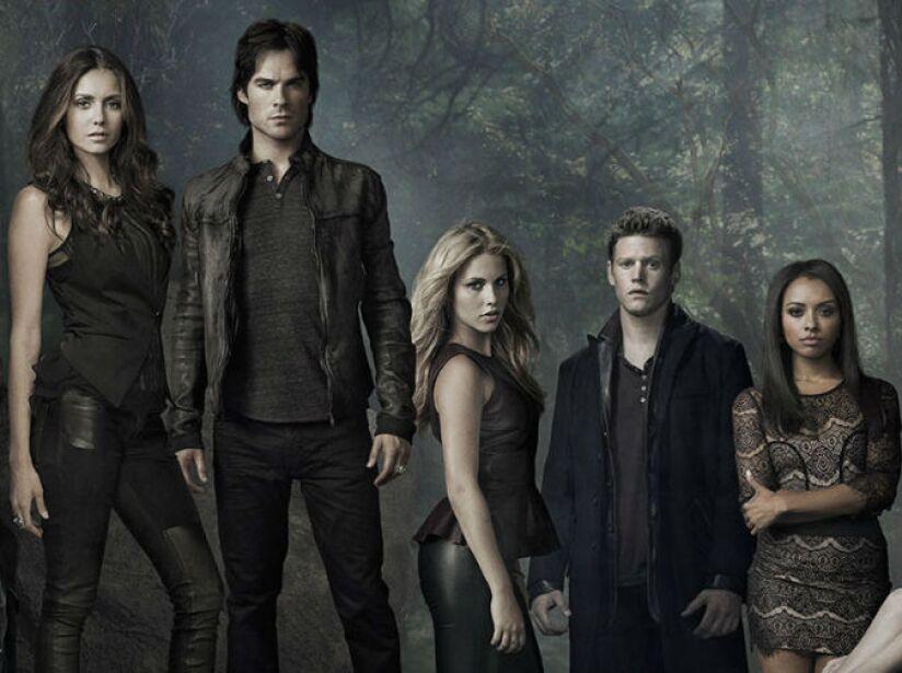 10. The Vampire Diaries: (2009 Actualidad). Narra la historia de una adolescente que se enamora de dos hermanos vampiros.