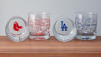 Un set de vasos de beisbol con el mapa de su estadio favorito.