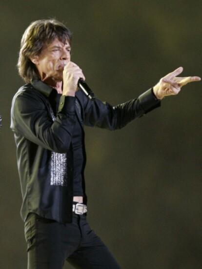 The Rolling Stones encendieron el escenario del medio tiempo en el 2006 con '(I Can't Get No) Satisfacion' y 'Rough Justice'.