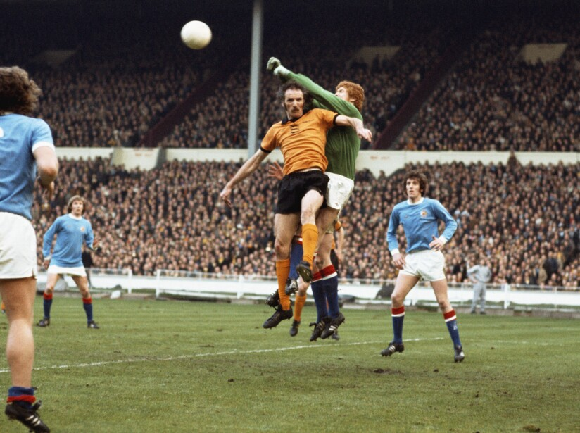 Keith MacRae and Derek Dougan 1974 League Cup Final