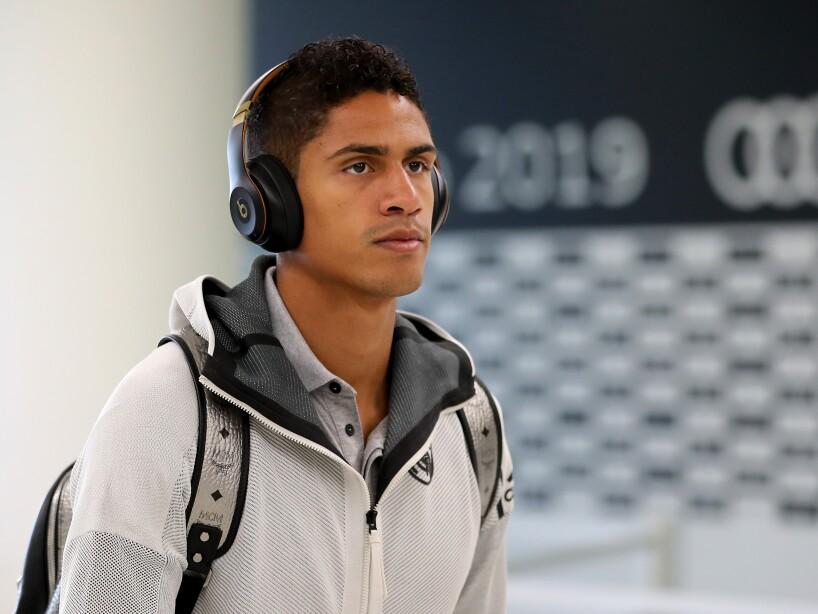 Raphael Varane con audífonos