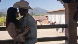 ¡Uriel le roba un apasionado beso a Alejandra!
