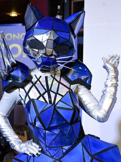 Gato y Monstruo, dos celebridades que están detrás de los disfraces que aparecerán en ¿Quién es la Máscara?, se robaron la atención durante la alfombra roja de la película ¿Conoces a Tomás? al arribar sorpresivamente a este evento.