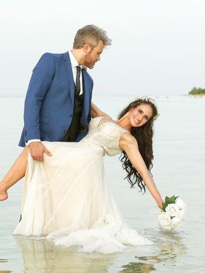 A inicios de agosto pasado, Wendy Braga anunció en su cuenta oficial de Instagram su compromiso con el inglés John Warth; ahora mes y medio después de la entrega del anillo, la conductora se casó este fin de semana en una íntima boda en Morelos.