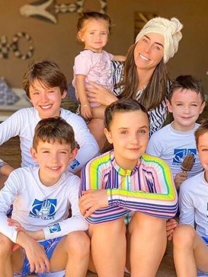 La conductora de 'Familias Frente al Fuego', Inés Gómez Mont ha formado una gran familia al lado de su actual marido, el abogado Victor Manuel Álvarez Puga. En conjunto, tienen ocho hijos. Cuatro son fruto del primer matrimonio de la conductora, dos de relaciones pasadas de Álvarez y dos de su matrimonio: Bosco y María.