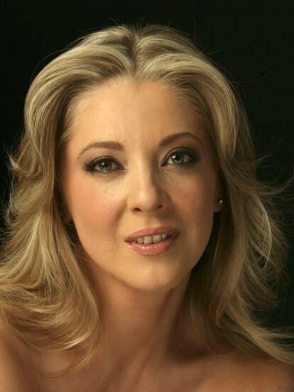 Edith González nació un 10 de diciembre de 1964 en Monterrey Nuevo León.