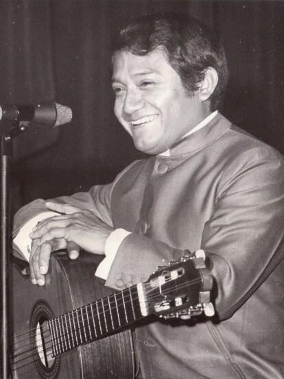 Armando Manzanero, quien murió a los 86 años la mañana de este 28 de diciembre, a causa de un paro cardíaco, marcó la historia de la industria musical de México al dejar un legado de más de 400 canciones, las cuales llegaron a las voces de grandes estrellas internacionales. A continuación, recordamos su historia.
