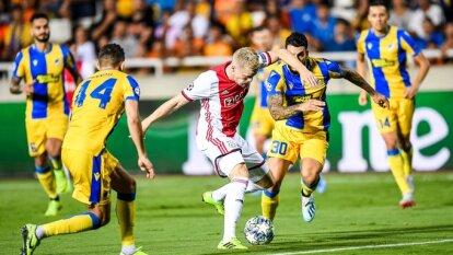 Ajax empató 0-0 ante el APOEL en la Ida de los Play-offs de Champions League. Edson no vio actividad.