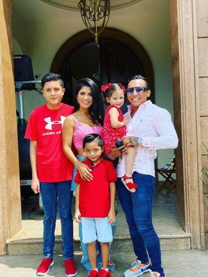 Desde que Edwin Luna y Kimberly Flores iniciaron su romance, en agosto de 2017, sabían que, de formar una familia en el futuro lo harían con los hijos que ambos tuvieron en relaciones pasadas.