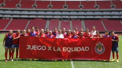 Por segundo año consecutivo, Chivas realizó el 'Juego X la Equidad', con dos equipos formados por un combinado entre sus ramas varonil y femenil.