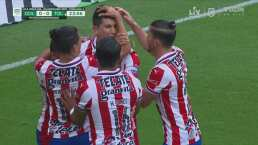¡Se reivindica Molina! Jesús adelanta 1-0 a Chivas con un cabezazo
