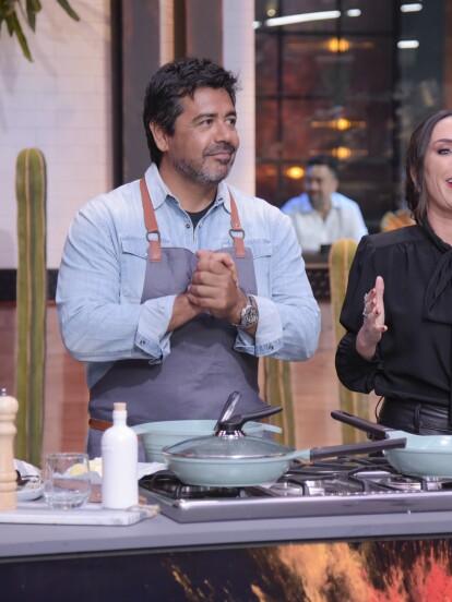 En la gran final de Familias Frente al Fuego, el chef Javier Plascencia fue el encargado de encender las cocinas, no sin antes regalarles sabios consejos para cocinar mariscos.