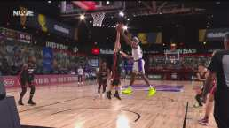 Los Lakers le dan la vuelta en el último cuarto