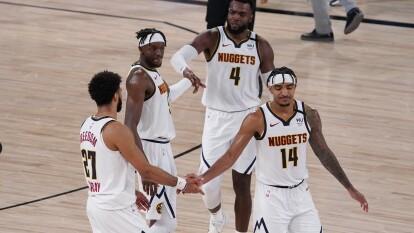 Los Denver Nuggets ganan el segundo juego y empatan la serie.