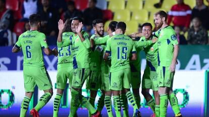 Con un doblete de Aldo rocha, gol de Martín Rodríguez, y gol del Shaggy Martínez, Morelia golea y deja claro el mal momento que esta viviendo el Querétaro.