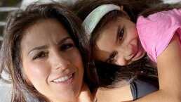 Aitana Derbez ya sabe leer y además lo hace en inglés; así lo presumió su mamá