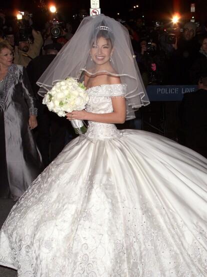 Los secretos del vestido de novia de Thalía: Casi 200 kilos de peso y miles  de perlas y cristales