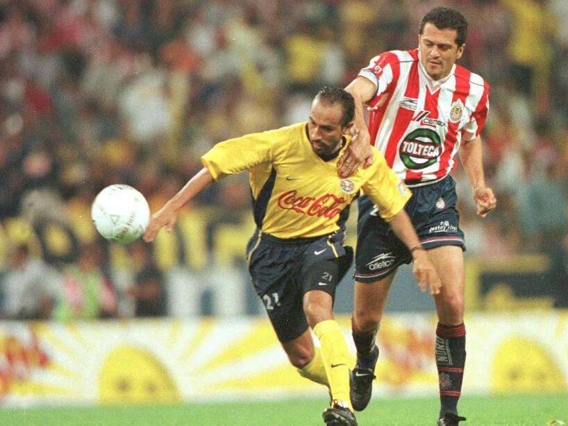 2 Carlos Hermosillo CHIVAS (1).jpg