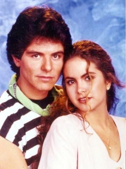 Desde 'Cuando llega el amor' hasta 'Por ella son Eva', conoce en fotos a los grandes amores de Lucero en las telenovelas