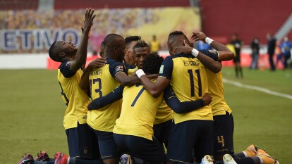 Con doblete de Michel Estrada, gol de Moses Caicedo y gol Gonzalo Plata, Ecuador soprende a Uruguay y les pegan 4-2 en Quito.