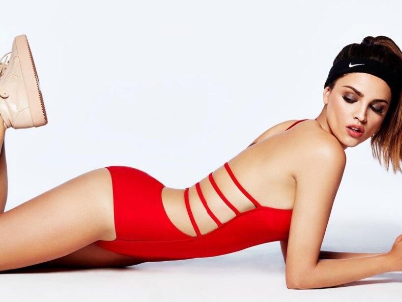 697ec24df649 Eiza González cautiva ahora en sexy atuendo color rojo | Lo Último ...