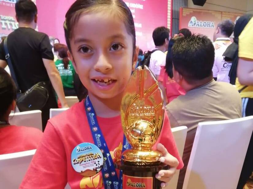 Zury Tlapanco Reyes gana competencia de calculo en China