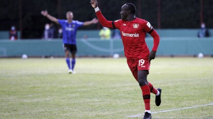 El Leverkusen derrota sin mayor problema al Saarbruecken 0-3 con goles de Moussa Diaby, Lucas Alario y Karim Bellarabi. Esperan al ganador de la otra semifinal entre el Bayern München y el Eintracht Frankfurt para disputar la final de la Pokal.