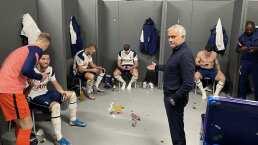 ¡Ni foto le tomaron! Mourinho ignorado por sus futbolistas del Tottenham