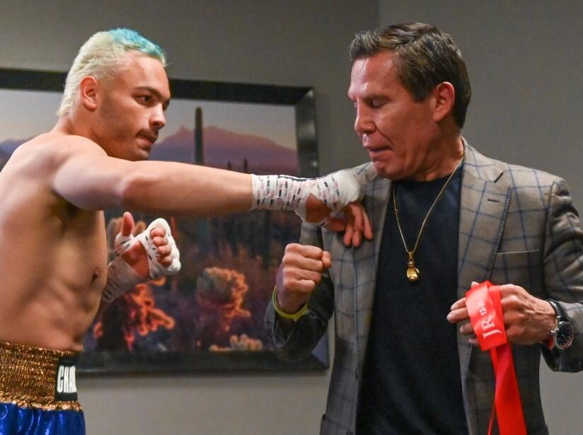 La leyenda aconsejando a su hijo para el combate.