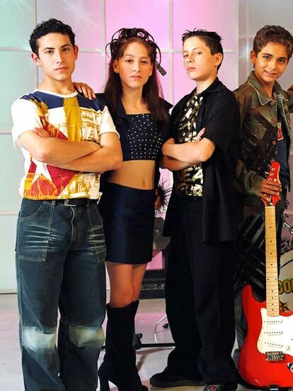 Mickey Santana es un actor mexicano mejor conocido por su actuación en telenovelas infantiles como 'Amigos x Siempre' y 'Cómplices al rescate', ambas estrenadas a comienzos de la década del 2000. A continuación, te presentamos cómo luce en la actualidad.