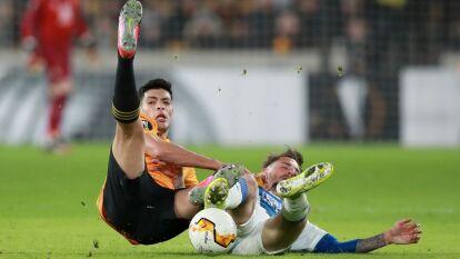 Sólo Raúl Jiménez ganó en la ida de los 16vos de la Europa League, pero en lo personal no anduvo muy fino el delantero; Edson Álvarez y 'Tecatito' Corona la pasaron mal en sus partidos y se fueron derrotados.