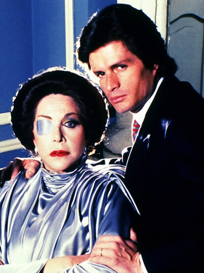 'Cuna de lobos' se estrenó en 1986 y fue protagonizada por Gonzalo Vega, María Rubio y Alejandro Camacho, convirtiéndose en uno de los proyectos más exitosos de Televisa. Te presentamos cómo lucen sus protagonistas en la actualidad.