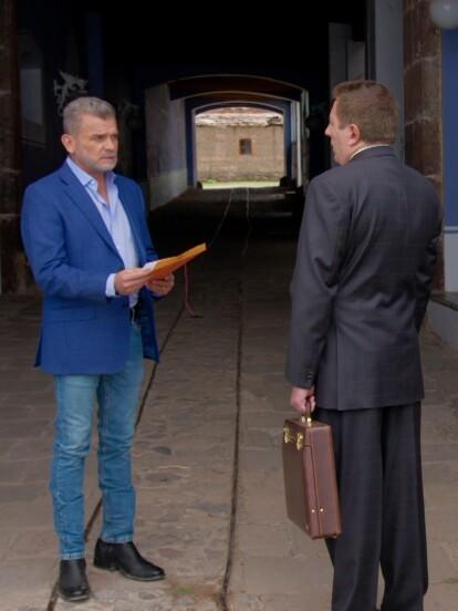 """En """"La Desalmada"""", 'Germán' recibe una orden de que debe desalojar en ese momento la finca Los Laureles."""